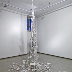 Andrea Bianconi, A Charmed Life, 2014, corde, oggetti, smalto bianco