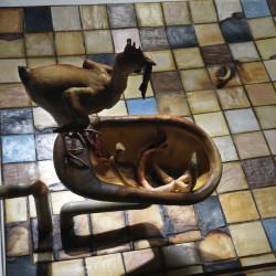 Silvano Tessarollo, Interno/3, particolare, 2007, cartone, resina, cera, colori industriali, stoffa, 175x235x81 cm