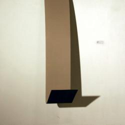 Water fall, 2008, fogli fotografici non sviluppati su metallo, 160 x 30 x 40 cm