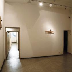 Alex Pinna, Always me, 2020, corda, acciaio e legno (veduta dell'installazione)