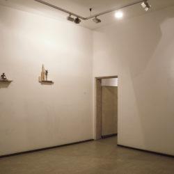Alex Pinna, Always me, 2020, corda, acciao e legno (veduta dell'installazione)