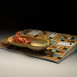 Silvano Tessarollo, Interno/1, 2007, scultura cm 170x226x55h, tecnica: cartone, resina, cera, colori industriali e stoffa
